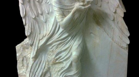 Rzeźba nagrobna Anioł z muszlą