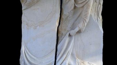 Rzeźba w kamieniu Anioł rozdarty