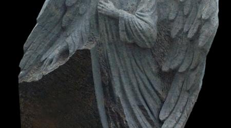 Rzeźba nagrobna Anioł - chłopiec