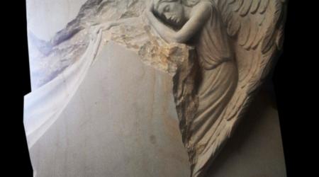 Rzeźba nagrobna Anioł podparty