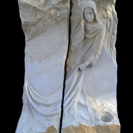 rzeźby nagrobne wykonane w kamieniu